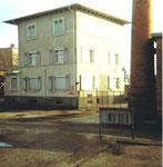 Eckhaus des Bürogebäudes der BP an der Wiesenmündung im Rheinhafen Basel. 1975