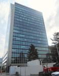 Das alte 18-stöckige ROCHE-Hochhaus verdeckt den neuen 41-stöckigen Roche-Turm, Mai 2018
