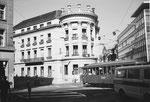 Der Bankenplatz (Bankverein) mit dem markanten Gebäude der ehemaligen Handelsbank, 1974