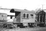 Der bekannte SBB-Güterzug-Begleitwagen im Rangierbahnhof Muttenz, 1971
