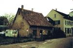 Kleinhüningen, die Schulgasse mit altem Fischerhaus im Jahre 1985