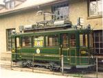 Der Trammotorwagen Be 2/2 Nr.126 des Tramclub Basel neben dem BEB-Depot in Arlesheim 1975