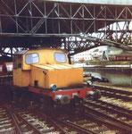 Eine Rangier-Diesellokomotive im Hafenbecken 2 vor der Abfüllanlage der Kohlenversorgungs AG, 1978