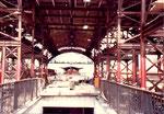 Die grossen Bahnhofshallen, die leider aus falsch verstandenem «Fortschrittswahn» abgerissen wurden und durch unzweckmässige und hässliche Bahnsteigdächer ersetzt wurden. 1982