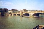 Die Havarie des Lastkahnes «Corona» an der Mittleren Brücke in Basel im September 1984