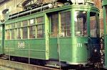 Der Trammotorwagen Be 4/4 Nr.171 auf dem täglich benutzten Abstellgeleise in der Gärtnerstrasse neben dem schönen Depot Wiesenplatz ,1970
