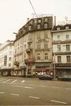 Das Eckhaus des Hotel Continental am Centralbahnplatz, in Hintergrund das Hotel Greub, 1975