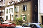 Die Wohnhäuser der Familen Weder (links) und Bachmann (rechts) kurz vor dem Abbruch, 1990