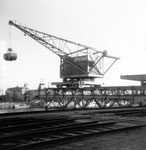 Der St.Johann-Hafen mit dem Kran der SPEDAG, 1975  (Interessant ist das Gegengewicht)