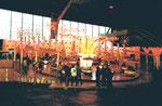 """Die schnelle Bahn """"Calypso"""" während der Basler Herbstmesse in der Halle 6, 1984"""