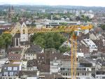 Ansicht vom Basler Münster auf einen Baukran in der Freien Strasse, Mai 2016