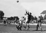 FCB-Torhüter Paul Wechlin während eines Spiels auf dem Landhof 1945-1946 / 4