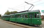 Der Trammotorwagen Be 4/4 Nr.461 an der Wechselhaltestelle Bruderholz (Linie 15/Linie 16) 2015