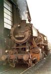Frontansicht der Dampflokomotive BR 052 700-4 im Bahnbetriebwerk Haltingen ,1970