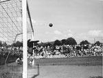 FCB-Torhüter Paul Wechlin während eines Spiels auf dem Landhof 1944-1945 / 6