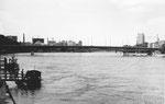 Die Johanniterbrücke mit dem St.Johann-Hafen im Hintergrund, 1970