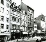 """Die Steinenvorstadt mit dem Modehaus """"Magmod"""", dem vegetarischen Restaurant """"Gleich"""" und dem Cinema """"Rex"""", 1960"""