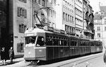 Der Tramzug Be 4/6 Nr.602 auf der Linie 4 mit dem Übernamen «Tatzelwurm» in der Falknerstrasse, 1969
