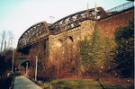 Der massive Brückenkopf von einer DB-Wiesenbrücke über die Freiburgerstrasse, 1985