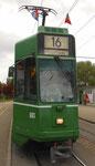 Frontansicht des Trammotorwagens Be 4/6 Nr.663 an der Endhaltestelle Bruderholz mit FCB-Fähnchen, Mai 2016