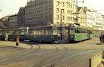 Zwei Tramzüge der Serie Be 4/4 der Linien 15 und 3 am Aschenplatz, 1970. Im Hintergrund das Turmhaus.