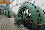 Die noch verbleibenden vier Francis-Turbinen in der Turbinenhalle des Kraftwerks Augst