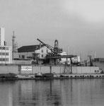 Der St.Johann-Hafen mit dem Kran der ULTRA-BRAG (früher Franz Haniel), 2002