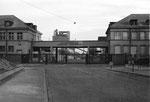 Der Eingang zur Gaskokerei Basel (Gaswerk) an der Neuhausstrasse, 1970