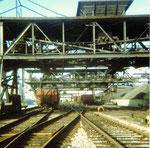 Die grossen und viel benutzten Kohlen-Abfüllanlagen der Kohlenversorgungs AG im Hafenbecken 2, 1983