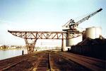 Der kleinere Kran Nr. 2 der Rheinischen Güterumschlags AG (vorm.Rheinische Kohlenumschlags AG) im Klybeck-Hafen, 2001
