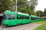 Der Trammotorwagen Be 4/6 S Nr.678 mit dem Anhängewagen Nr.1478 an der Endhaltestelle Eglisee im Juli 2015