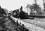 Ein Dampfzug der Centralbahn beim heutigen Spalenring ca.1880, rechts das Schützenhaus.