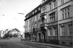 Blick Richtung Burgfelderplatz mit der Häuserreihe an der Missionsstrasse, 1970