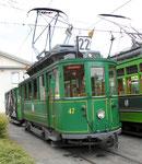 Der schöne Trammotorwagen Be 2/2 Nr.47 mit einem der beliebten Sommerwagen vor dem Depot Dreispitz, Juni 2018