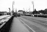 Leider wurde der Trambetrieb der sinnvollen Ringlinie 2 auf der Johanniterbrücke eingestellt. Ein Bus Linie 33 im Jahre 1965