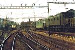 Einfahrt zum Bahnhof Basel SBB, rechts die Depotanlagen, 1982