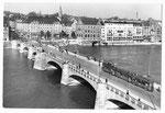 Ansichtskarte Basel. Mittlere Brücke (Verlag Beringer & Pampaluchi Zürich)