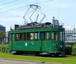Der Trammotorwagen Be 2/2 Nr. 215 während der Fahrt Richtung Münchensteinerstrasse, Mai 2016