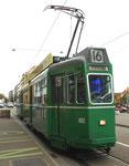 Trammotorwagen Be 4/4 Nr.463 die Haltestelle Bahnhofeingang Gundeldingen anfahrend, 2015