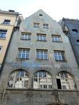 Die schöne ehemalige Alte Bayrische Bierhalle mit Fassadenmalerei von Alfred Heinrich Pellegrini, Foto 2010