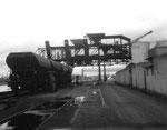 Der kleinere Kran der Rheinischen Kohlenumschlags AG im Klybeck-Hafen, 1972