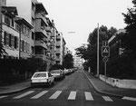 Blick von der Müllheimerstrasse in den Bläsiring, 1983. Rechts das Bläsischulhaus