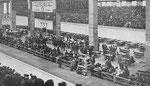 Die allererste Basler Radrennbahn - die Winterbahn in der MUBA-Halle 5 in Jahre 1929, (von wem stammt das Foto?)