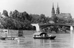 """Die Wettsteinbrücke mit der Fähre """"Wilde Maa"""", 1970"""