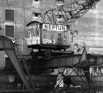 Kran Nr.3 der SRN (vormals NEPTUN) im Hafenbecken 2 (Kranführer war auch der FCB-Goali Paul Wechlin), Foto:?