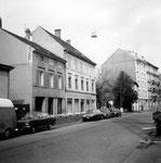 Der Claragraben mit dem Möbelhaus Schneider, Ecke Sperrstrasse, 1974