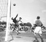FCB-Torhüter Paul Wechlin während eines Spiels auf dem Landhof 1944-1945/ 4