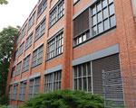 Eines mit schönem rotem Backstein Ende der 40er-Jahre 40er-Jahren erbaute Labor-Fabrikationsgebäude der CIBA an der Mauerstrasse, 2018