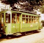 Der Trammotorwagen Be 2/2 Nr.151 Linie 2 in der viel benutzen Abstellanlage in Kleinhüningen, 1970