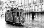 Der allein fahrende Trammotorwagen Be 2/2 Nr.209 auf der Linie 22 den Steinenberg hinauf fahrend, 1969 (Im Hintergrund das Casino)